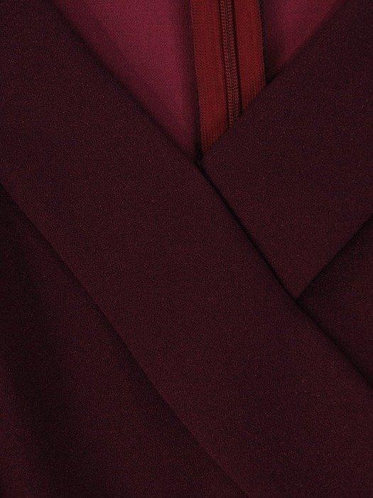 Śliwkowa sukienka z połyskiem, kreacja z ozdobnym kołnierzem 23755