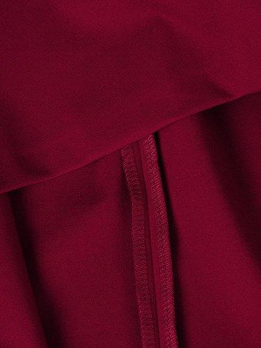 Sukienka damska 15073, malinowa kreacja z ozdobną broszką.