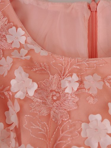 Sukienka damska 15275, elegancka kreacja z koronki i tkaniny.