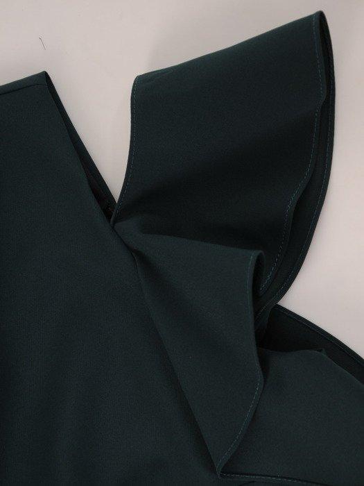Sukienka damska 17467, zielona kreacja z modnymi rękawami.