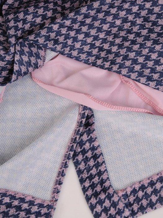 Sukienka damska 17886, kopertowa kreacja z łączonych tkanin.