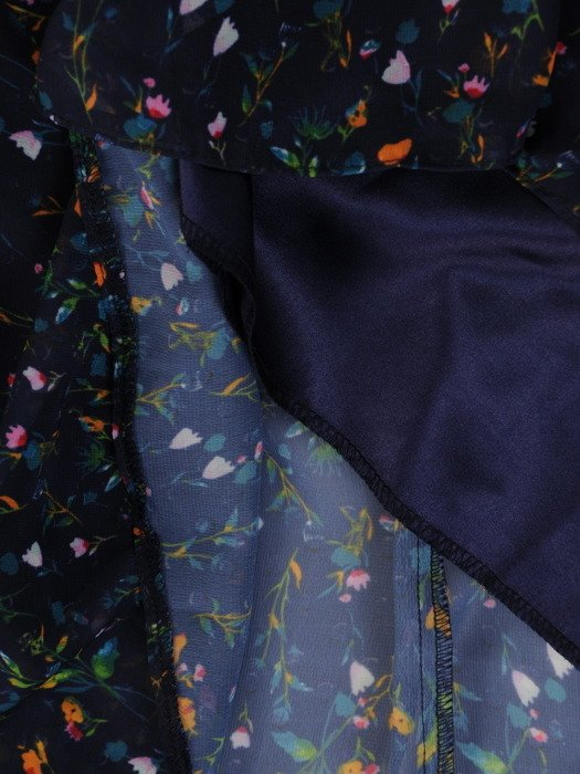 Sukienka damska 18037, długa kreacja w delikatnym wzorze.
