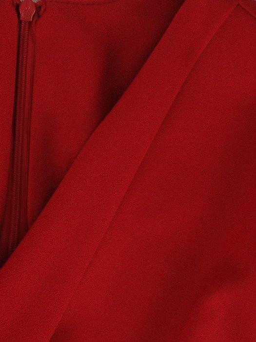 Sukienka damska 18595, czerwona kreacja w kopertowym fasonie.