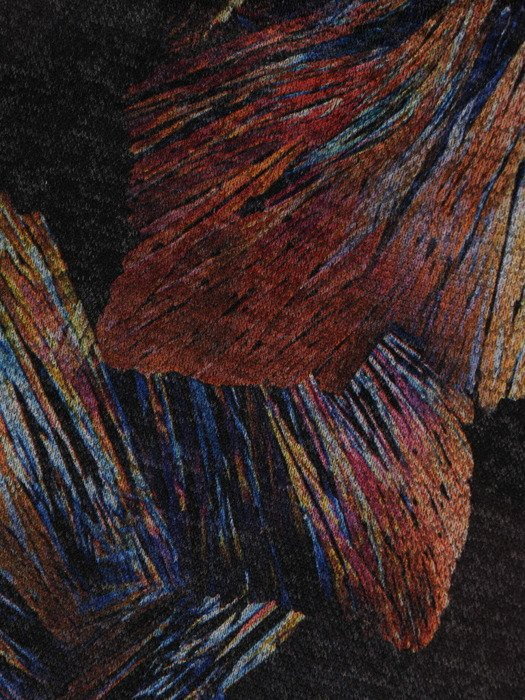Sukienka damska 18681, dzianinowa kreacja z modnymi rękawami.