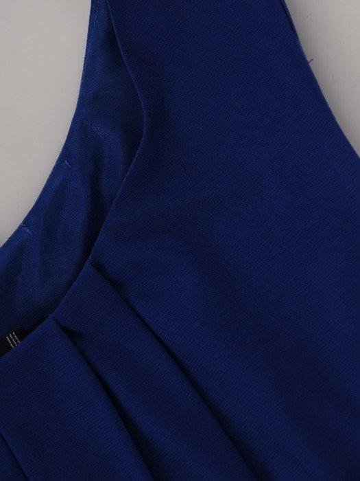 Sukienka damska Euzebia I, chabrowa kreacja w fasonie maskującym brzuch.