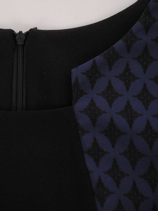 Sukienka damska Sendi II, modna kreacja w wyszczuplającym fasonie.