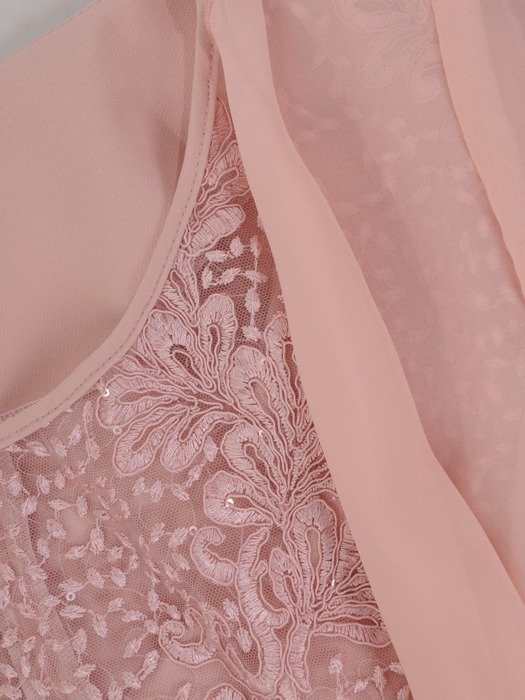Sukienka na wesele, elegancka kreacja w wyszczuplającym fasonie 25546