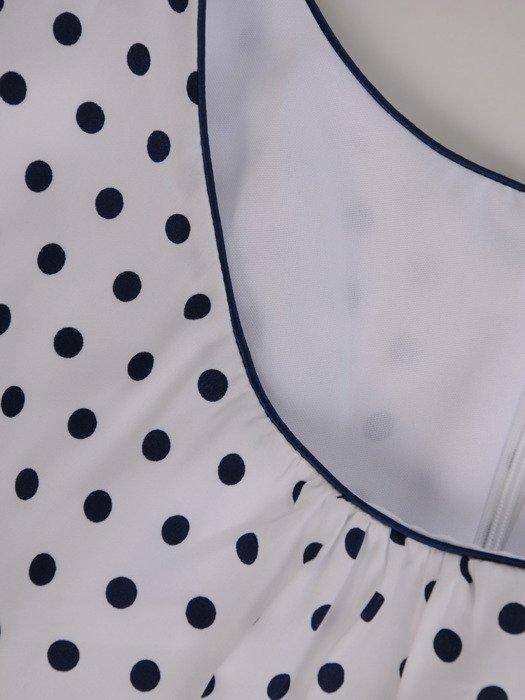 Sukienka trapezowa Kamila II, rozkloszowana kreacja podkreślająca talię.