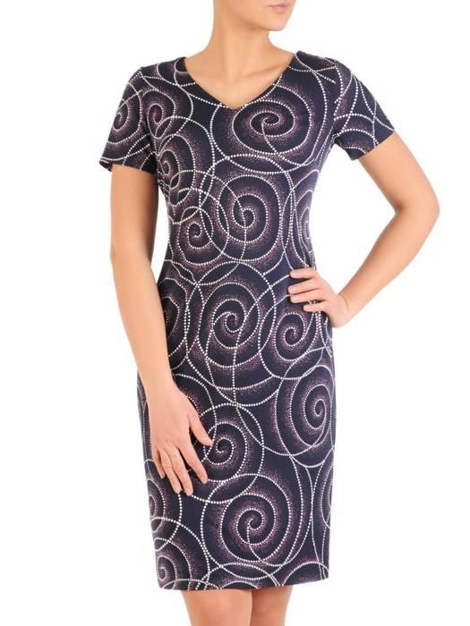 Sukienka w ciekawy wzór, prosty fason z dekoltem w serek 28829