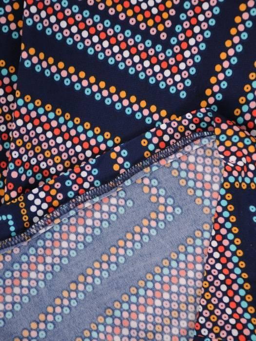 Sukienka w ciekawy wzór, prosty fason z dekoltem w serek 28924