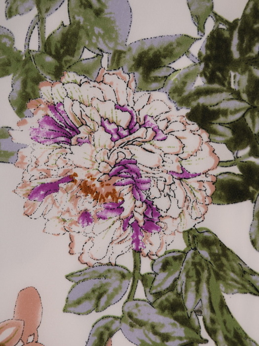 Sukienka w kwiaty, luźna kreacja z tkaniny 20731.
