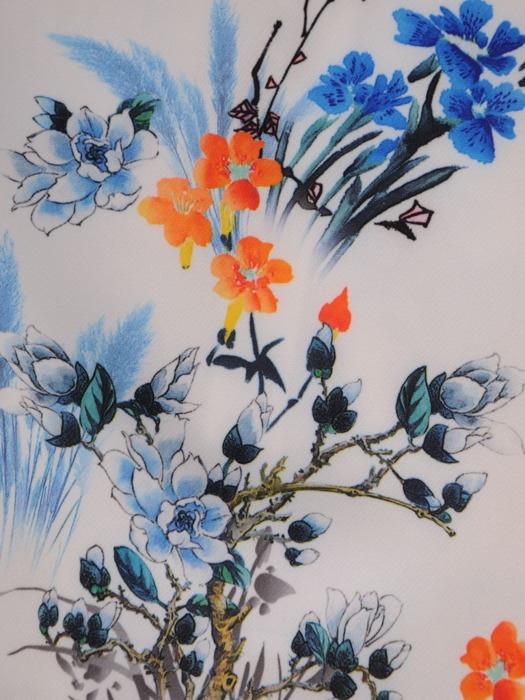 Sukienka w kwiaty, prosta kreacja z dekoltem w serek 20998.