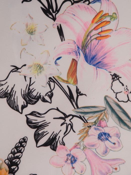 Sukienka w kwiaty, prosta kreacja z dekoltem w serek 20999.