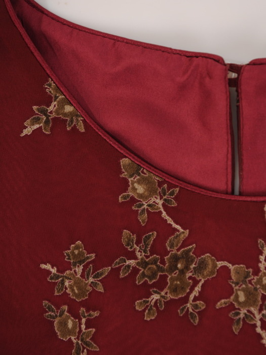 Sukienka w kwiaty, szyfonowa kreacja z ozdobnymi rękawami 22376.