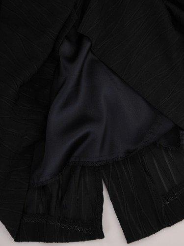Sukienka wieczorowa Feliksa, czarna kreacja w fasonie maskującym brzuch.