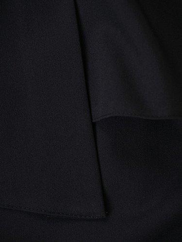 Sukienka z baskinką Olza I, klasyczna mała czarna kreacja.