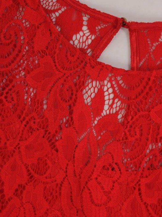 Sukienka z czerwonej koronki Honorata II, zwiewna kreacja z falbaną