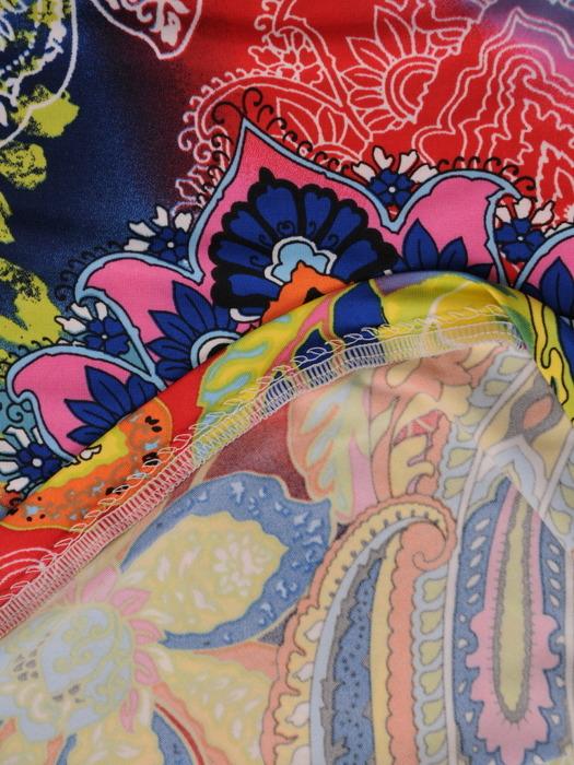 Sukienka z dzianiny, prosta kreacja w kolorowy deseń 21292.