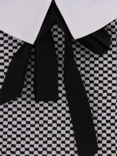 Sukienka z kołnierzykiem Janetta I, modna kreacja w geometryczny deseń