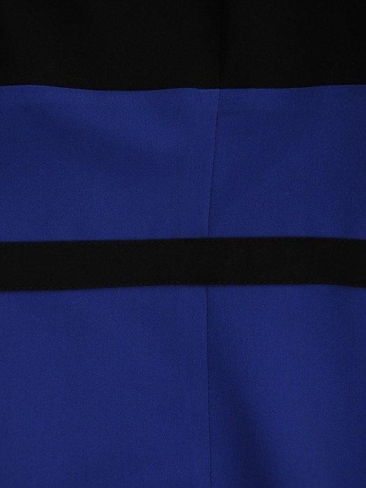 Sukienka z kontrastowymi wstawkami Rosa XII, efektowna kreacja wyjściowa.