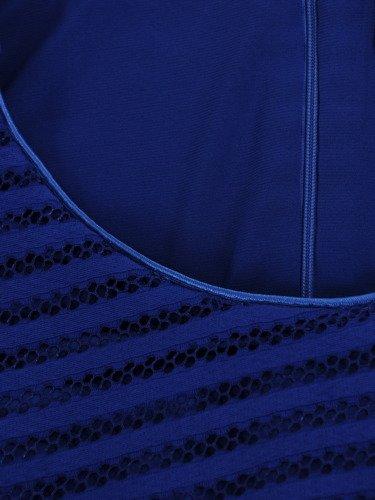 Sukienka z koronki Gizela I, chabrowa kreacja w wyszczuplającym fasonie.