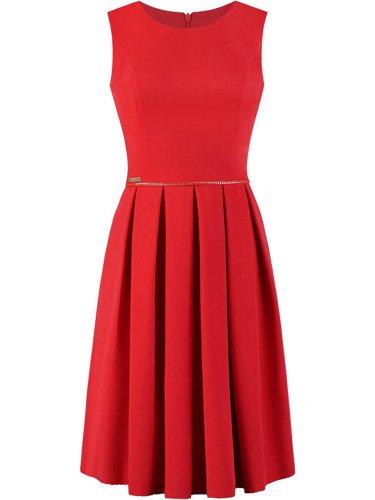 Sukienka z łańcuszkiem Marcela, rozkloszowana kreacja w kolorze czerwonym.