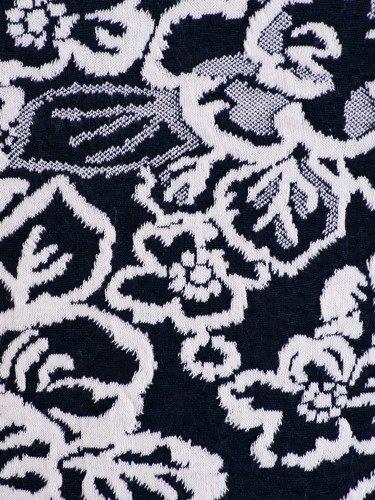 Sukienka z modnym golfem Marcelina III, kreacja z wytłaczanej dzianiny