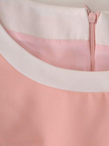 Sukienka z ozdobnymi lamówkami Emma II, wiosenna kreacja w pastelowych barwach