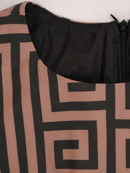 Sukienka z paskiem, wiosenna kreacja w geometrycznym wzorze 20473.