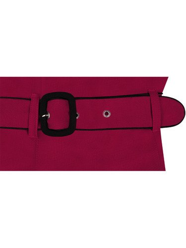 Sukienka z tkaniny Franczeska I, czerwona kreacja z paskiem i bocznymi kieszeniami.