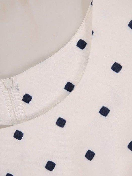 Sukienka z tkaniny, prosta kreacja w wyszczuplającym wzorze 25646
