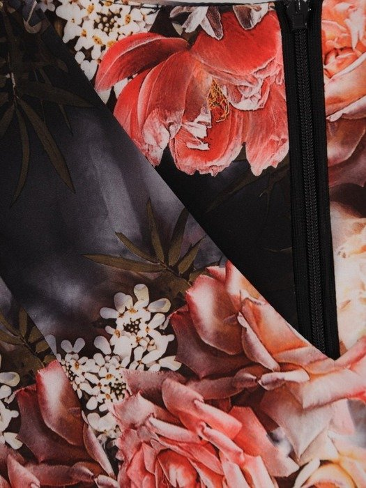 Sukienka z tkaniny, rozkloszowana kreacja w kwiatowym wzorze 25707