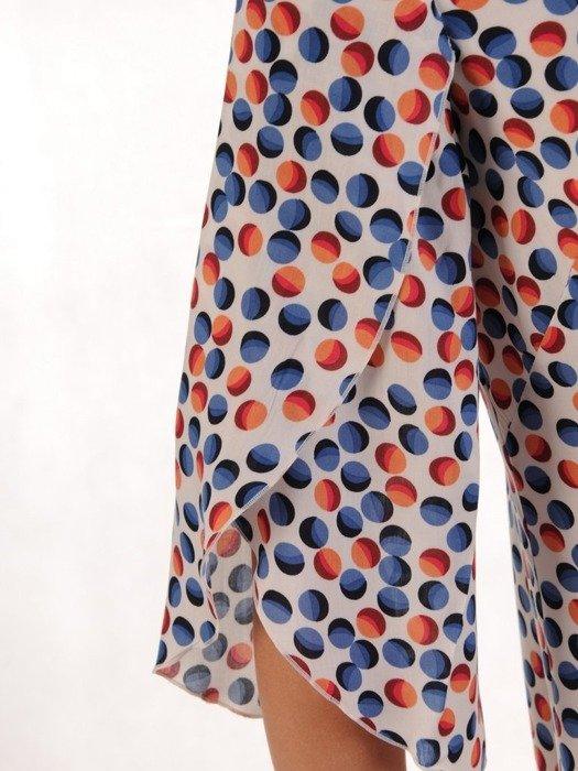 Sukienka z tkaniny, wyszczuplająca kreacja w kolorowe groszki 25037