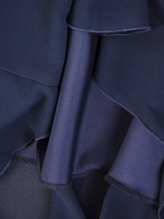 Szyfonowa, granatowa sukienka maskująca niedoskonałości 30010