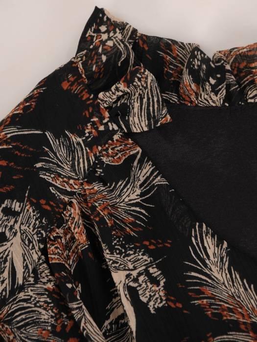 Szyfonowa sukienka z guzikami przy dekolcie w oryginalnym wzorze 27062