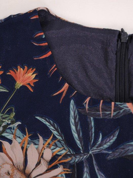 Szyfonowa sukienka z rozszerzanymi rękawami, zwiewna kreacja w kwiaty 20464