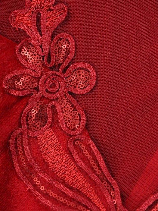 Trapezowa sukienka z aksamitu, czerwona kreacja z tiulowymi wstawkami 24281