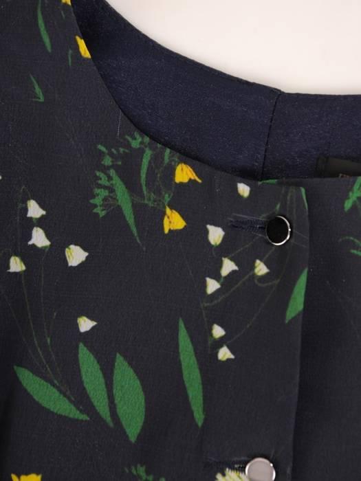 Trapezowa sukienka z szyfonu, kreacja z falbanami na rękawach 27475