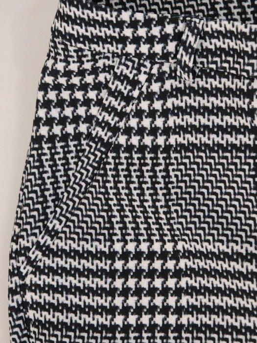 Wąskie spodnie w modną kratę 23981