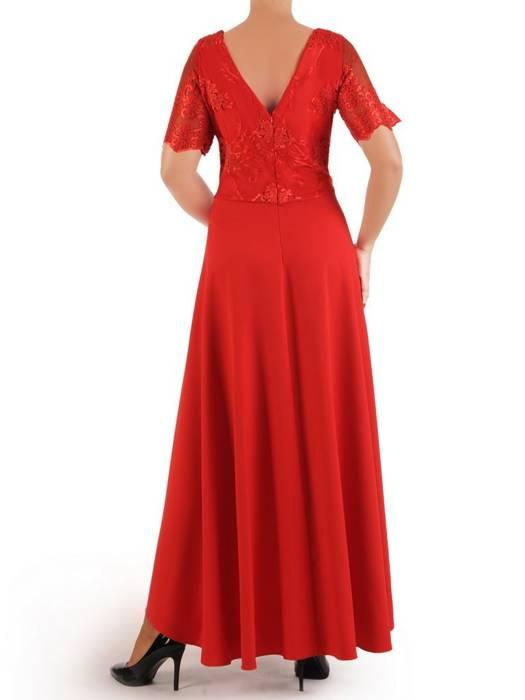 Wieczorowa sukienka z dłuższym tyłem i ozdobnie wyciętym dekoltem 26853