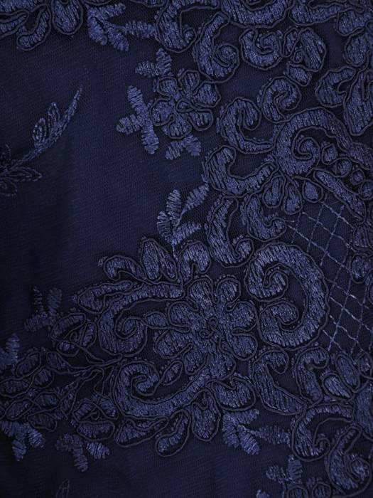 Wieczorowa sukienka z dłuższym tyłem i ozdobnie wyciętym dekoltem 26861