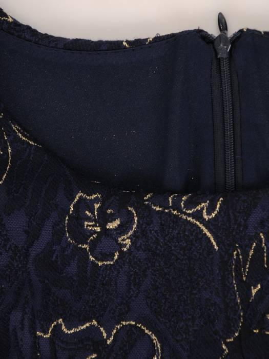 Wieczorowa sukienka z połyskującej, fakturowanej dzianiny 27822