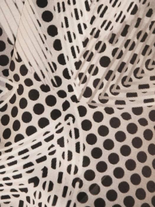Wizytowy kostium damski w oryginalny wzór 30390