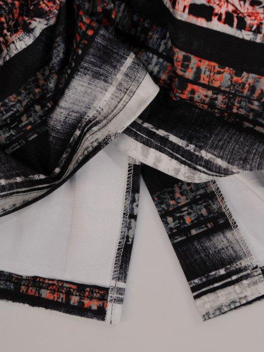 Wzorzysta sukienka z dzianiny Angela I, stylowa kreacja z białym wykończeniem