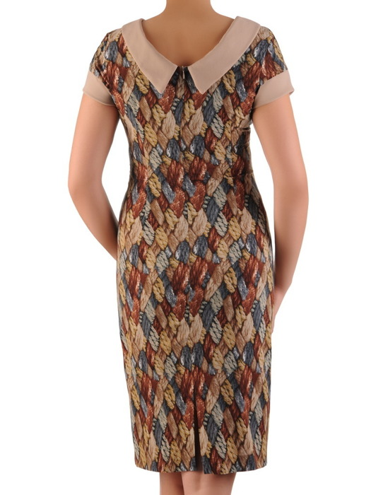 Wzorzysta sukienka z szerokim kołnierzem 20546