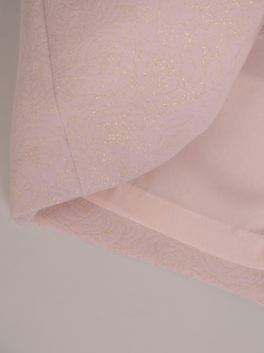 Żakardowa sukienka wyszczuplająca, pudrowa kreacja ze złotymi przeszyciami 21029
