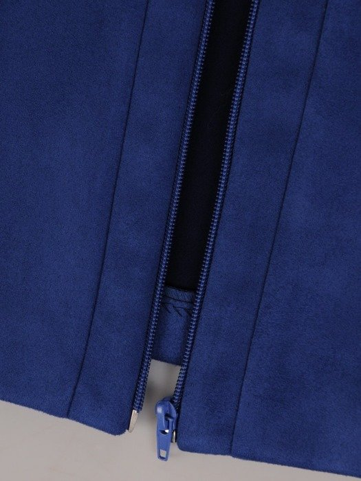 Zamszowy żakiet zapinany na suwak 23657