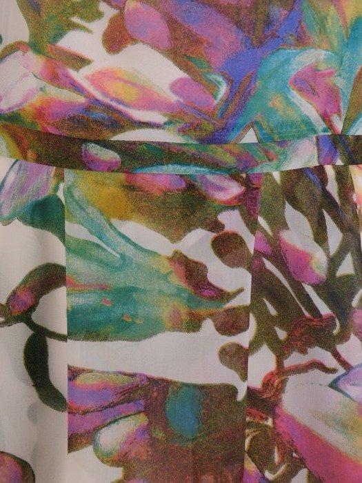 Zwiewna sukienka w kwiaty, modna kreacja z szyfonu 25277