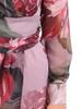 Elegancka sukienka w kwiatowy wzór, kreacja z kopertowym dekoltem 30830