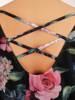 Luźna sukienka w kwiaty, kreacja z ozdobnie wyciętym dekoltem na plecach 30448